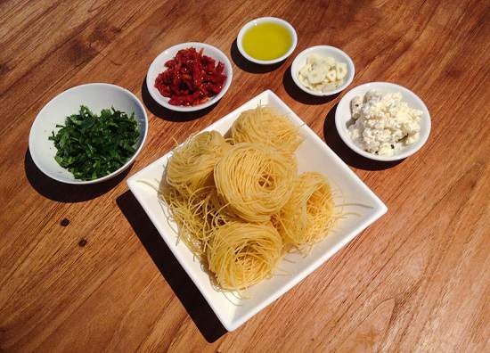 ingredients-sun-dried-tomato-feta-pasta
