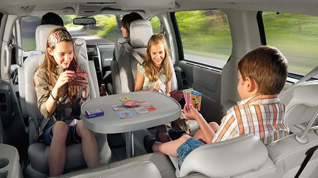 how to keep kids happy on a road trip